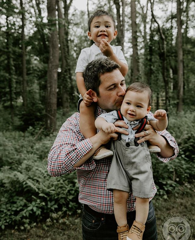 You can always count on your dad to lift you up. Im savoring these evening summer sessions I know the end is all too near. ⁠ ⁠ Photographed by Megan Gulino⁠ .⁠ .⁠ .⁠ .⁠ .⁠ . ⁠ #familyphotography #familyportrait #motherhoodrising #ourcandidlife #risingtidesociety #soloverly #sodarling #theheartfulphotogs #familyphotographer #photojournalism #documentary #documentaryphotography  #theheartcaptured #photojournalist #photodocumentary #lifestylephotographer #moonshinebuffalo #buffalove #moonshinestudio #megangulinophoto #agameoftones #shotwithlove #justgoshoot #buffalony #buffalophotographer #life_portraits