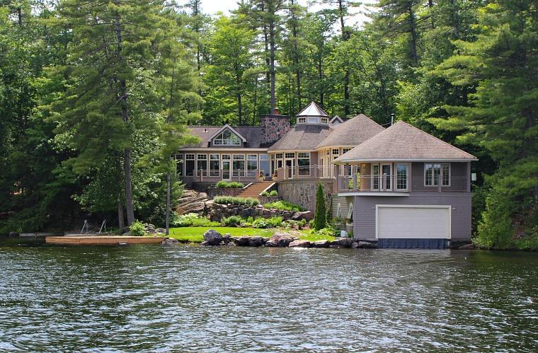 Kawartha Lakes - Canoe/ Boat access on Cottage Property