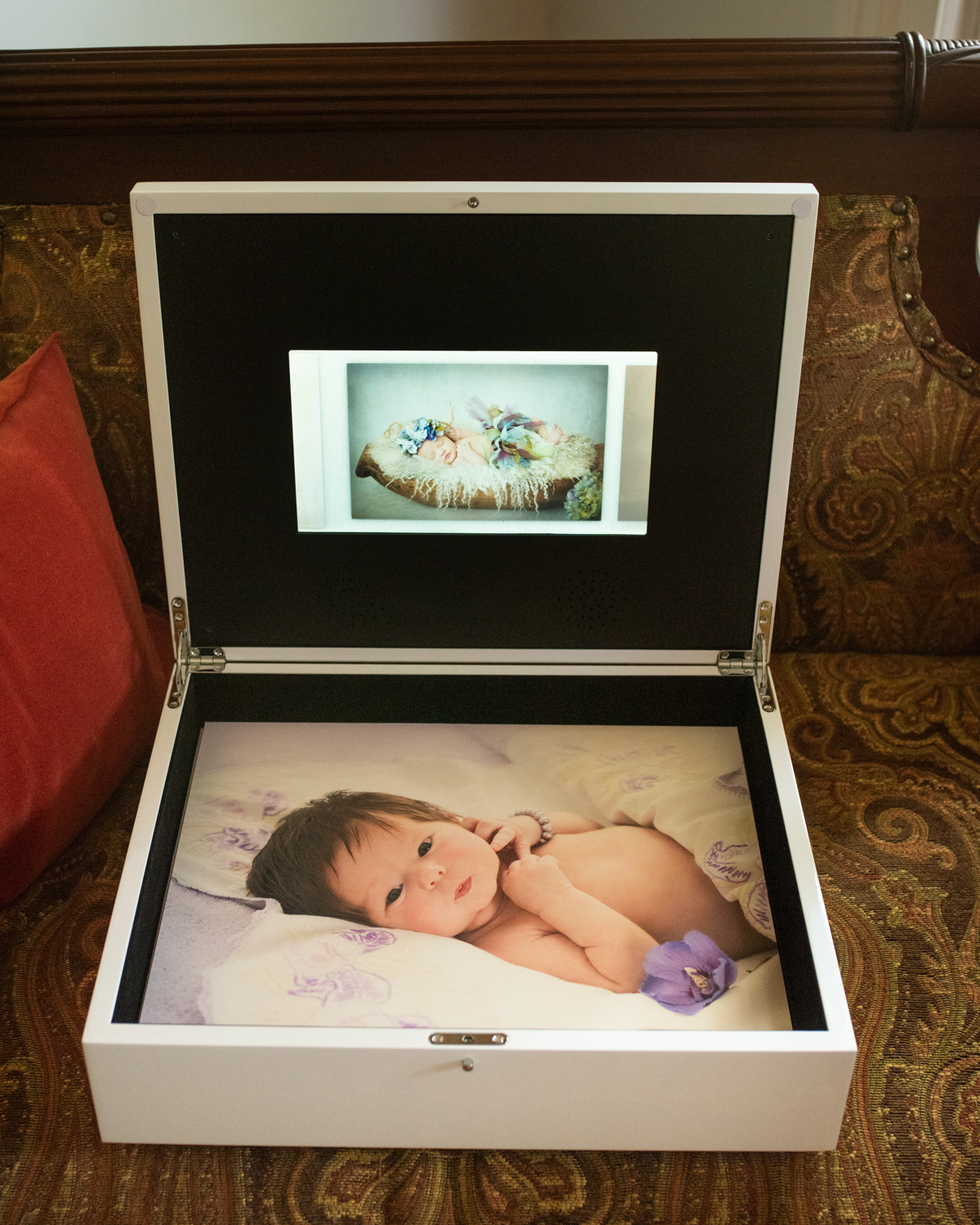 Our latest keepsake folio box, holds 25 mounted 11x14's and comes with a HD video touch screen. Perfect for showing off your Blue Iris Photography video of edited photos (the video is complimentary with your purchased digitals)!