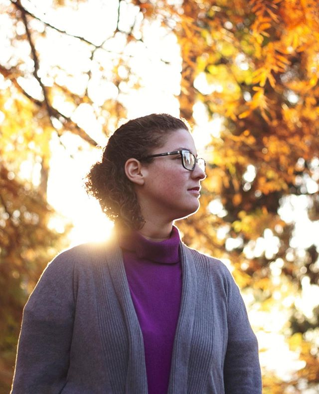 Sunlight • • • • • • • #picoftheday #bestoftheday #portrait #ketaverse #pnw #washington #business #wa #sneakpeek #photoshoot #portraitures #deafbusiness #photography #story #fall #sunlight #sun #autumn #woman #seattle #seattlemag #park #greenlake #wood #nature #warm #beautiful