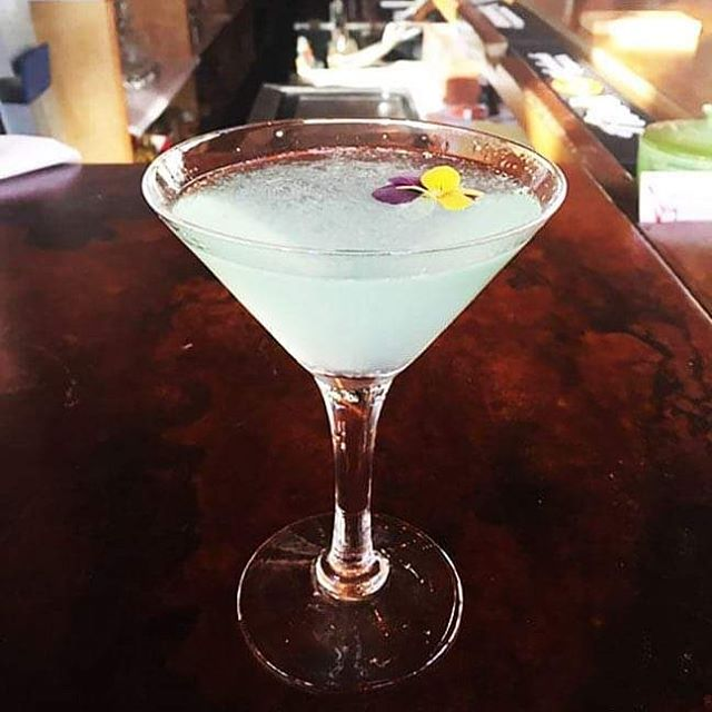 Sea Glass Martini - Magellan Gin, St.Germaine, and fresh lime juice #havanaparrilla #havanamaine #mainemartini #seaglassmartini #barharbormaine