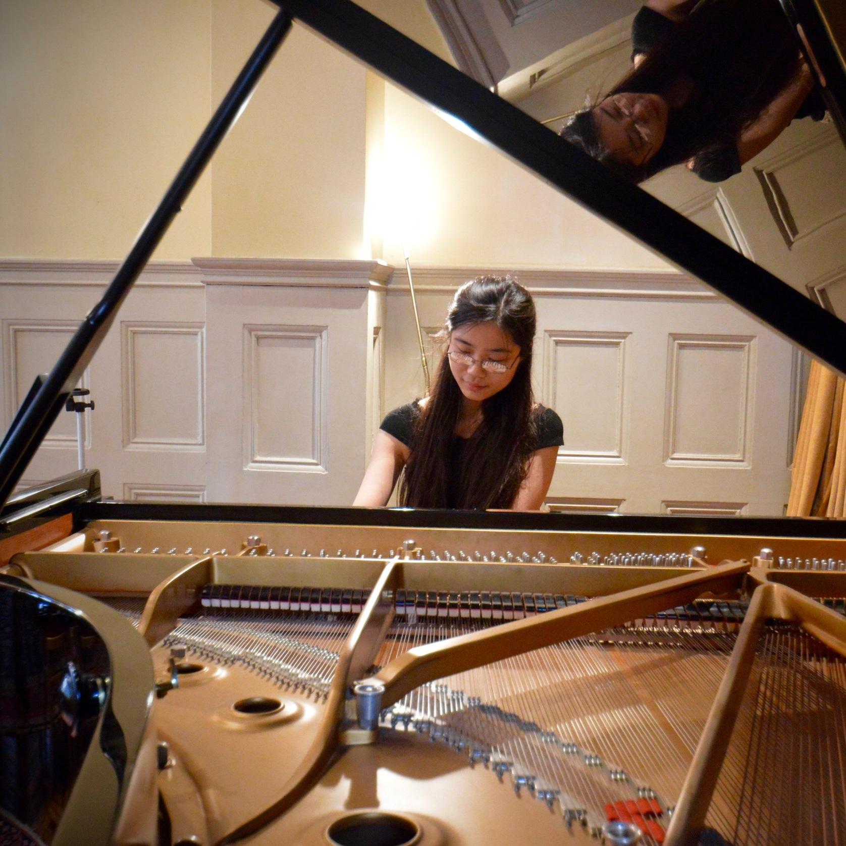 Melody Huang  Piano / Accompaniment / Music Theory
