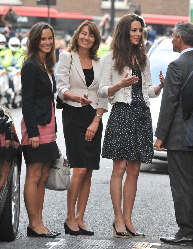 catherine-middleton-is-seen-arriving-with-her-mother-carole-news-photo-113262088-1543691270.jpg