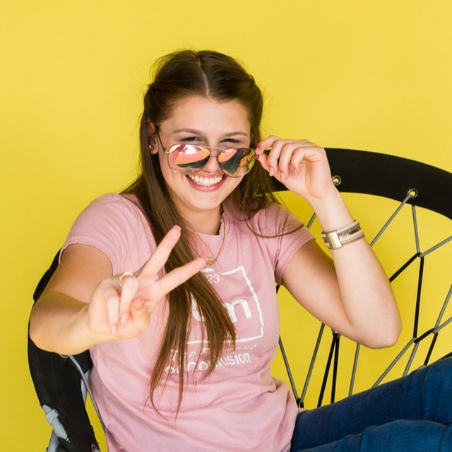 Because yellow backdrops are just fun!⠀⠀⠀⠀⠀⠀⠀⠀⠀ Senior: @aburgey_0702⠀⠀⠀⠀⠀⠀⠀⠀⠀ .⠀⠀⠀⠀⠀⠀⠀⠀⠀ .⠀⠀⠀⠀⠀⠀⠀⠀⠀ .⠀⠀⠀⠀⠀⠀⠀⠀⠀ .⠀⠀⠀⠀⠀⠀⠀⠀⠀ #senioryearmagazine #seniorstyleguide #thetwelthyear #seniormuse #MODERNsenior #MODERNseniorMagazine #posepatch #theseniorbest #seniorologie #seniorphotographer #wichitaseniorphotographer #kansasseniorphotographer #hutchinsonseniorphotographer #seniorcollective #theseniorwave #wichitaphotography #bceseniors