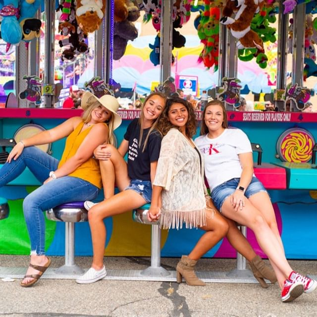 STATE FAIR MINI SESSION! We have a few spots left! If you're going to the fair today and are interested in a mini session, shoot me a message! We had so much fun with Team20 at this shoot! We'd love to capture a few fun memories of you and your girlfriends as well. ⠀⠀⠀⠀⠀⠀⠀⠀⠀ Team20 Models: @elfowler02 @alexisfolkertssss @americaf15 @mariah_.kay⠀⠀⠀⠀⠀⠀⠀⠀⠀ .⠀⠀⠀⠀⠀⠀⠀⠀⠀ .⠀⠀⠀⠀⠀⠀⠀⠀⠀ .⠀⠀⠀⠀⠀⠀⠀⠀⠀ .⠀⠀⠀⠀⠀⠀⠀⠀⠀ #senioryearmagazine #seniorstyleguide #thetwelthyear #seniormuse #MODERNsenior #MODERNseniorMagazine #posepatch #theseniorbest #seniorologie #seniorphotographer #wichitaseniorphotographer #kansasseniorphotographer #hutchinsonseniorphotographer #seniorcollective #theseniorwave #wichitaphotography #bceseniors