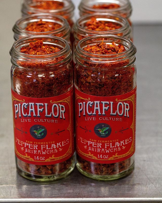 It's day two of the festival and we've been having an amazing time! What has been your favorite part of this event so far? 🤔 ⠀ .⠀ .⠀ .⠀ #picaflorculture #picaflorsauces #picaflorpeppers #peppers #hotsauce #SlowFoodNations #pepperflakes #spicy #heat #probiotic #guthealth  #fermented #fermentation #mccauleyfarms #Boulder #Colorado #upcycledproducts #picaflor #hummingbird