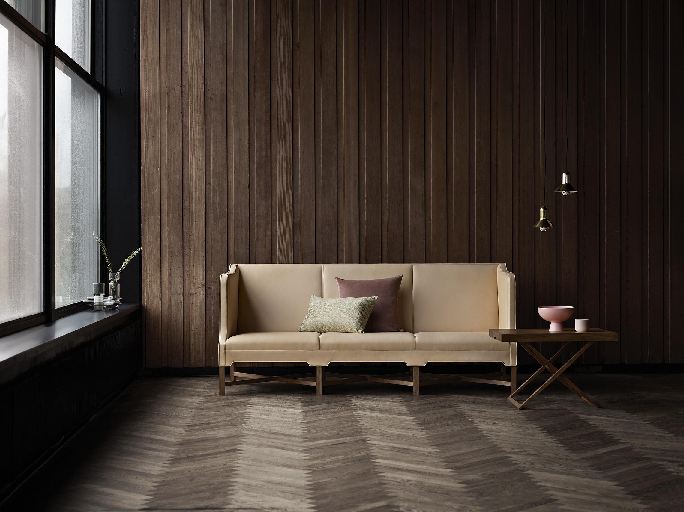 Klint_KK41181-Sofa-Walnut-Sif90_MK98860-Coffe-Table-Walnut.jpg