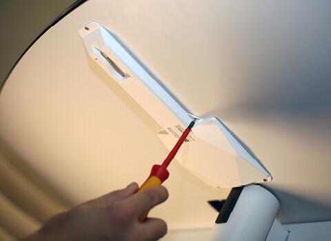 Loxone Touch-Surface-2-SChrauben.jpg