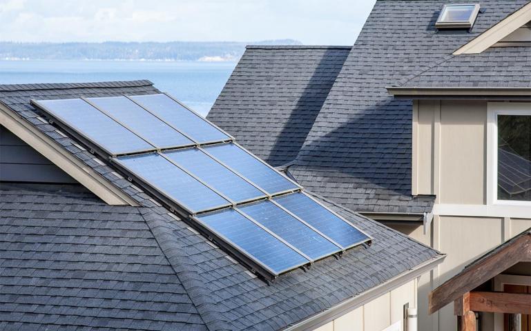 - Gestionarea inteligentă a energieiGestionează perfect energia și vă ajută să profitați din plin de energia electrică pe care o produceți dvs. și să economisiți energie în orice zonă posibilă.