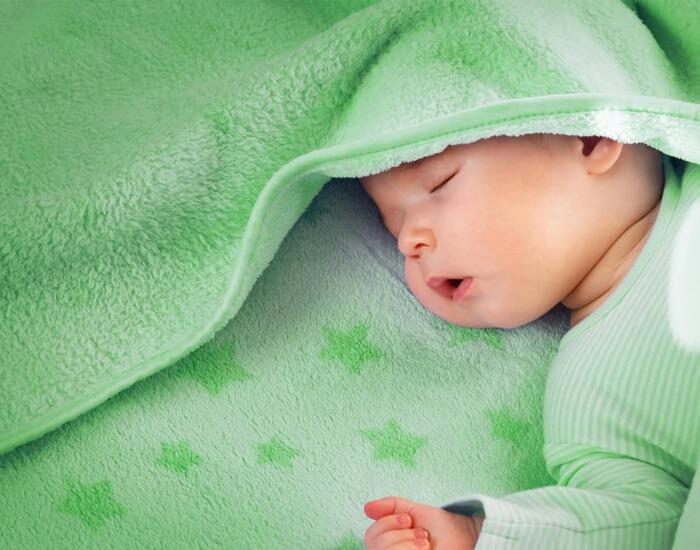 Somn liniștit - Dacă copilul tău doarme, soneria poate fi dezactivată pentru a nu deranja copilul. Dacă cineva se află la ușa, veți fi anunțat printr-o aprindere blândă a luminilor din camera de zi și din bucătărie.