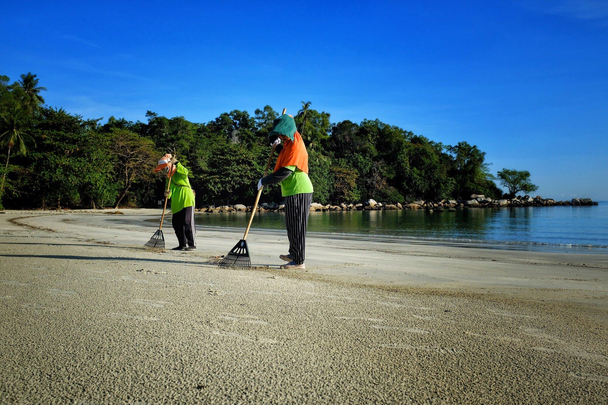 "The Beach Cleaner: ""Life is a ""Beach"" - by Ardie Santos"