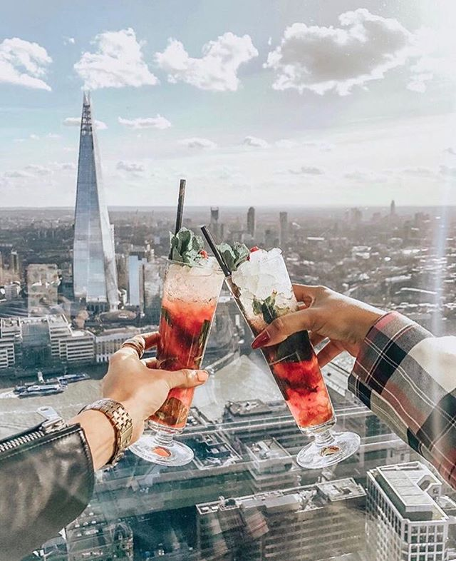 Happy Friday! 💃🏼💃🏼💃🏼 (📸 credit- @_jamakeup ) . . . . . . #theshard #fridaydrinks #influencermarketing #influencerdigital #centrallondon #influencermarketingagency #influencermarketingtips #blogging #socialmedia #socialmediamarketing #socialmediainfluencer #influencer #london #influenceragency