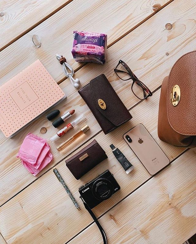 Never leave the house without your @always_uk_ireland Dailies Liners! Repost of @jayerockett 's flatlay from the recent campaign ran for Always Dailies Liners 💗 #alwaysdailies #alwaysfresh #whatsinmybag