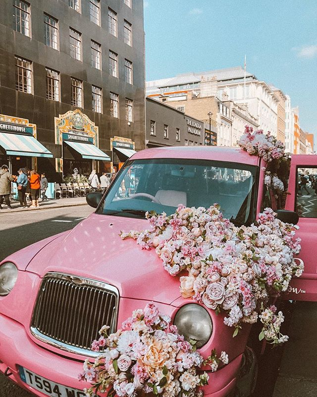 Spring has arrived! We spotted the most 'instagrammable' flower car ever earlier outside Liberty London which was of course owned by @wenaildit who always get it spot on with their flower displays which are known to attract people from far and wide! ✨🌸 . . . . . . #flowerdisplay #libertylondon #wenaildit #flowercar #springishere #regentstreet #soho #londonlocations #influencermarketingagency #influencermarketingtips #blogging #socialmedia #socialmediamarketing #socialmediainfluencer #influencer #london #influenceragency