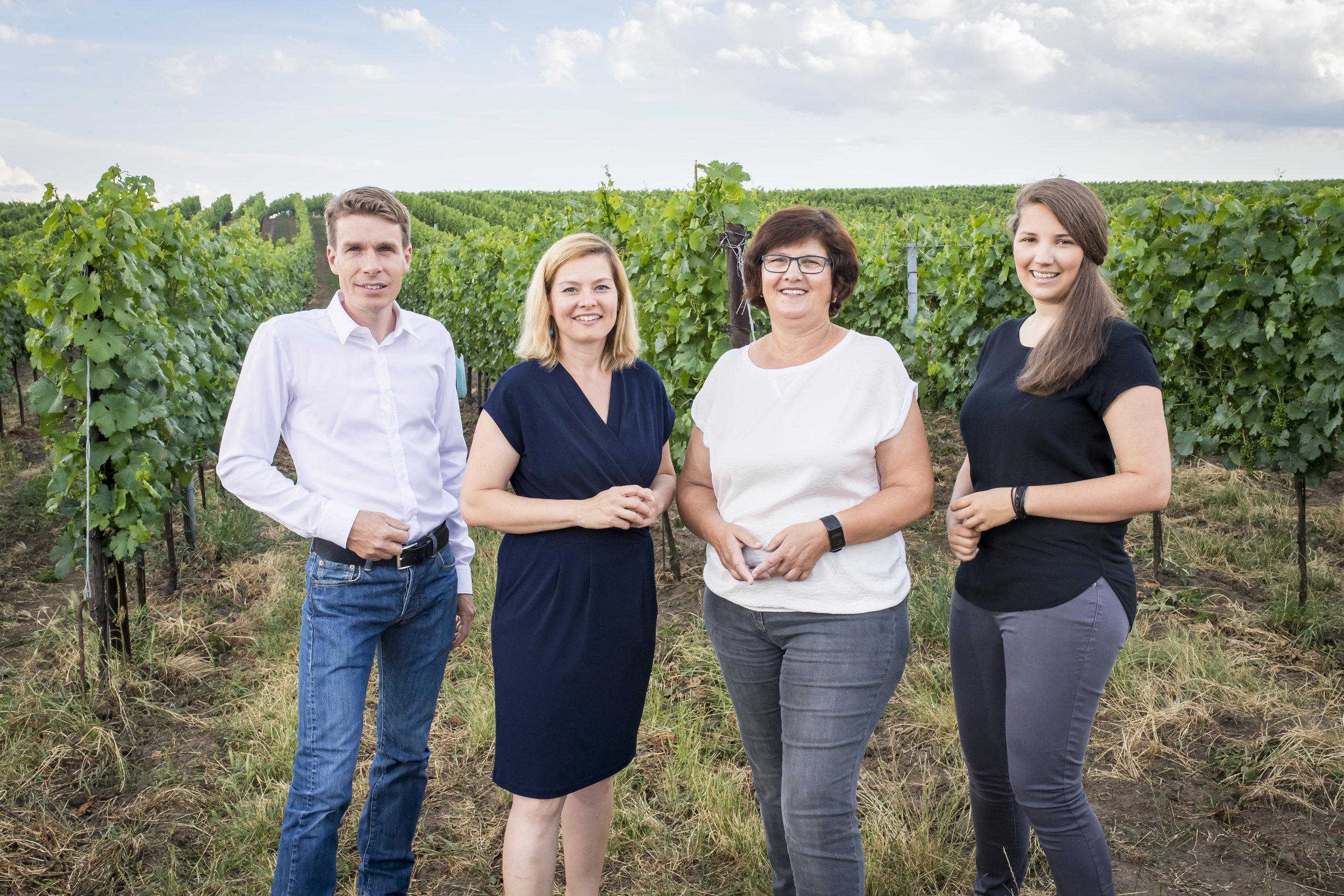 ....Harald, Daniela, Johanna und Katrin Frank..Harald, Daniela, Johanna and Katrin Frank....
