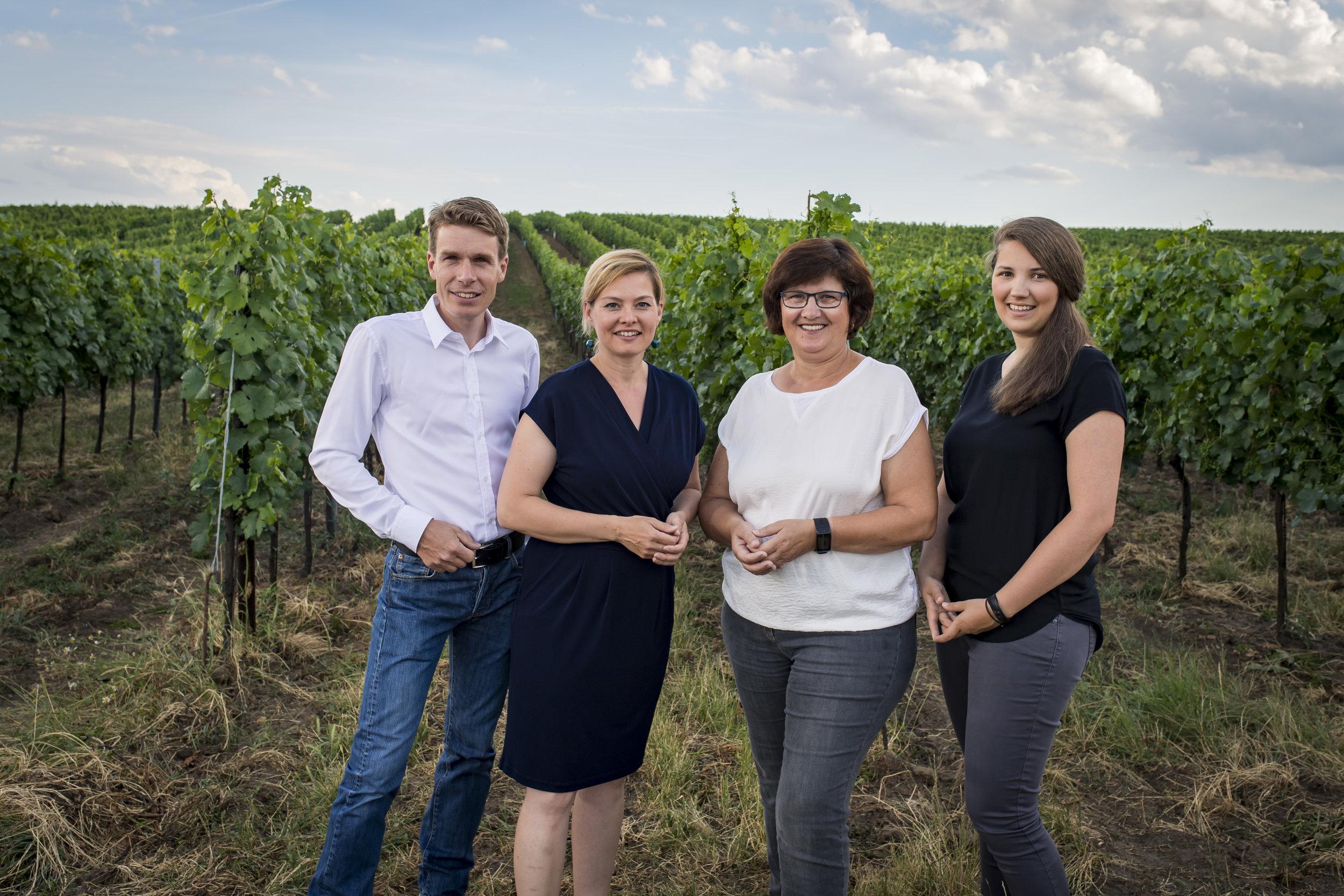 ....Harald, Daniela, Johanna und Katrin Frank..Harald, Daniela, Johanna and Katrin Frank...