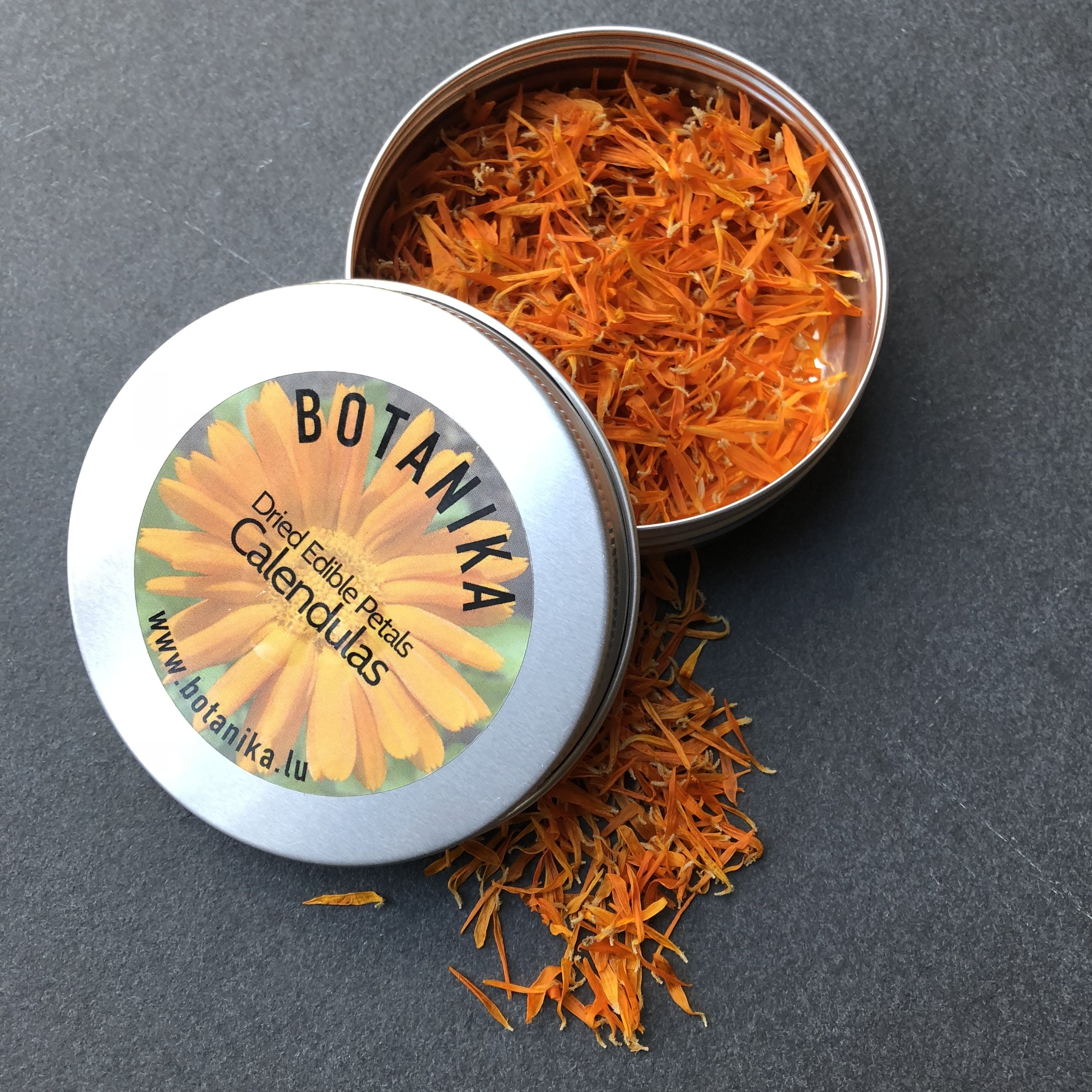 REF:15  'calendula officinalis'  Calendula séché, dried calendula petals  flower petals can be scattered over salads, cakes. add to pasta dough or cocktails.