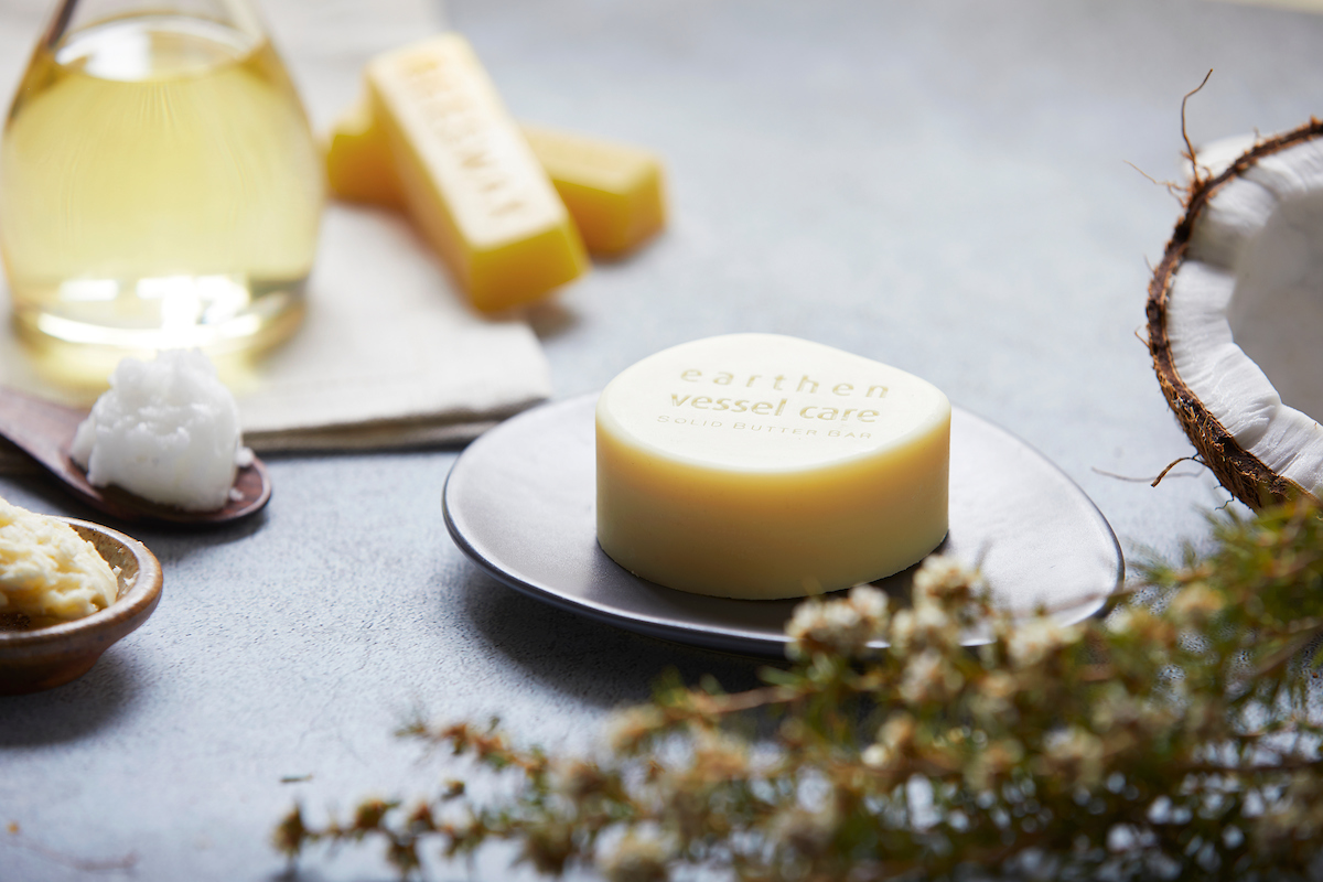Simplicity - Only pure, unrefined scents of nature's raw ingredients. The earthiness of shea butter, the sweetness of beeswax and smoothness of coconut oil, combine to afford you complete hands-on rejuvenation and resilience, transforming your moment into complete Simplicity.
