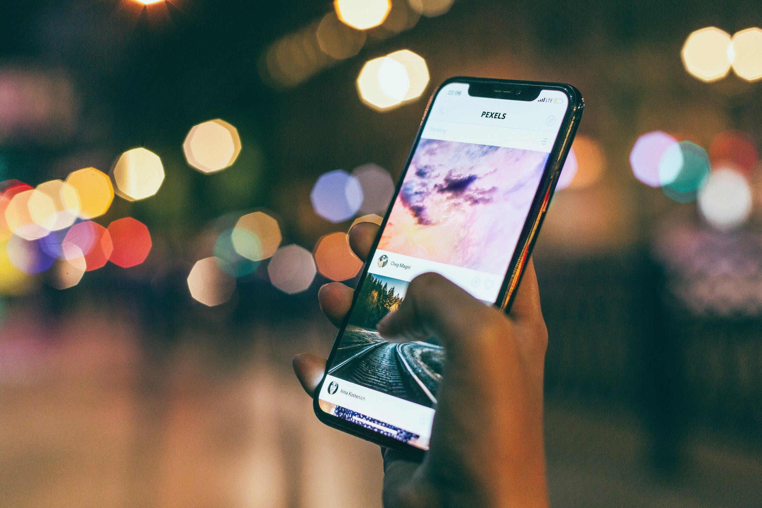 app-blur-bokeh-1440727.jpg
