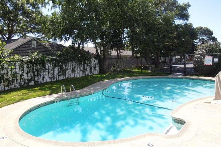 outdoor pool 1.jpg