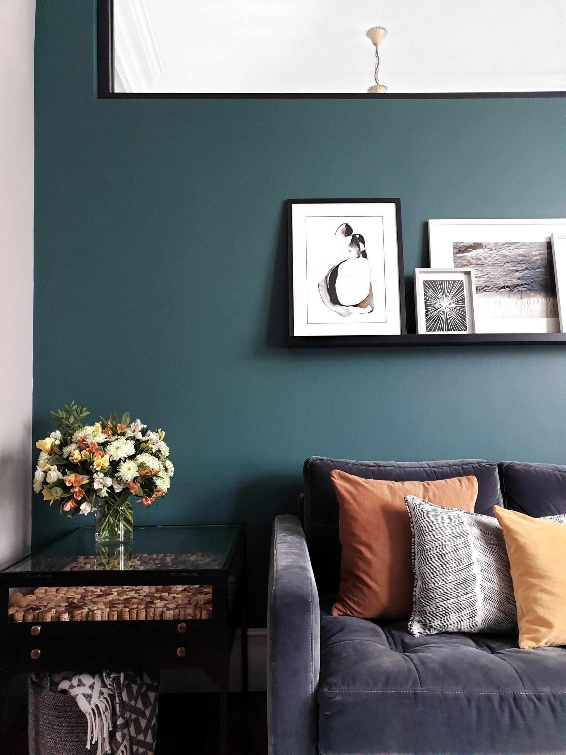 Living+room+sofa+-+wall+view.jpg