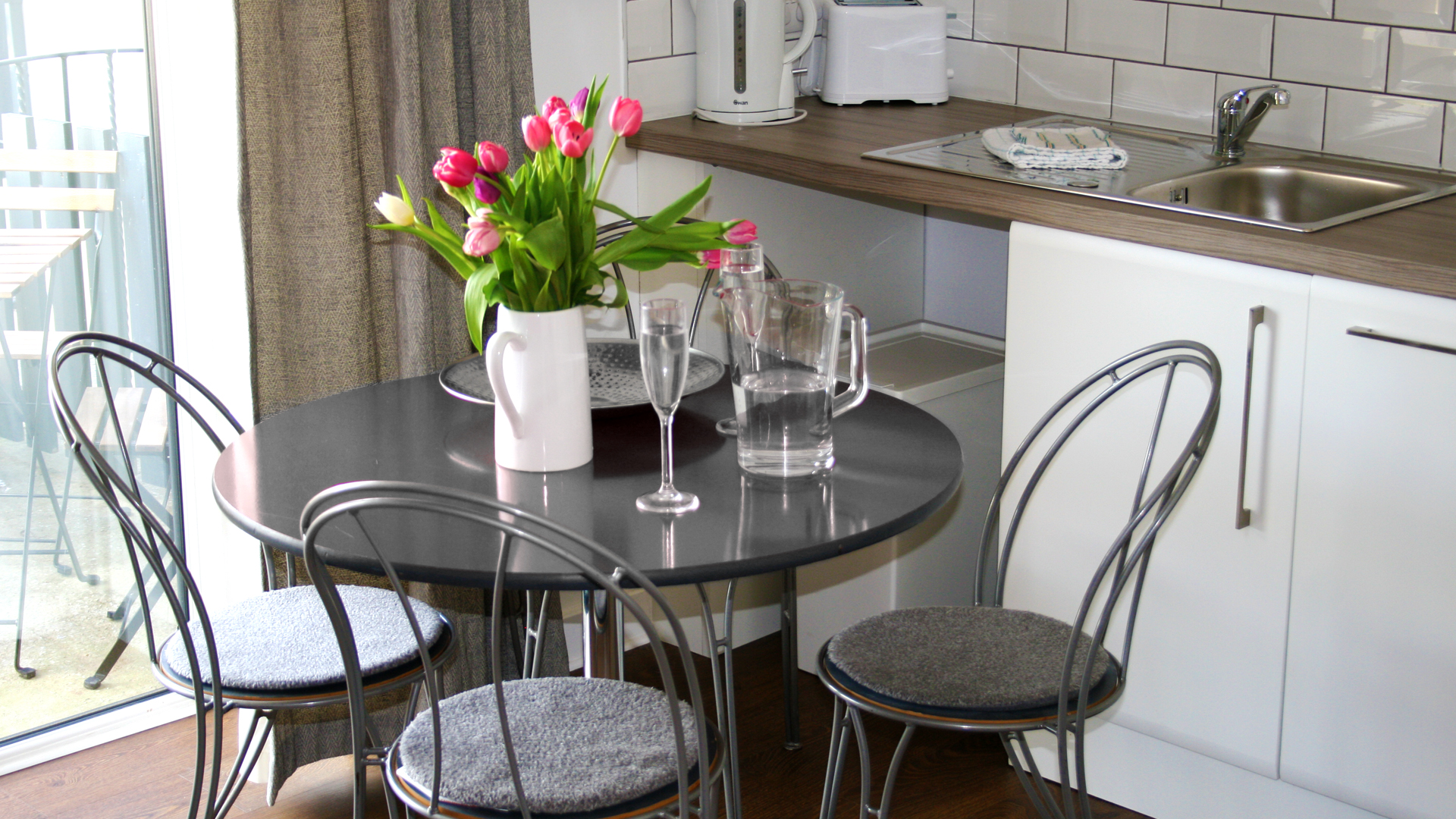 PADDOCK INTERNAL TABLE AND CHAIRS.jpg