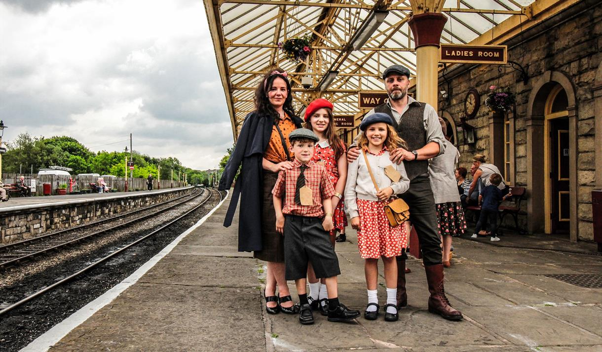 1940's Weekend Ramsbottom - 25th - 27th May 2019http://www.eastlancsrailway.org.uk/events-activities/2018/5/1940s-weekend.aspx