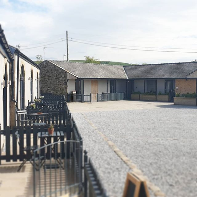 What a gorgeous sunny May week we've had here at Rossendale Holiday Cottages. When the weather is this good, why wouldnt you want to get away to the country 🌿🚴‍♀️🌼🌸🐶🌿 #visitlancashire  #maysunshine☀️ #RHC #Lancashirelife #HayShed #cafebar #escapetothecountry #nature #Glampingnotcamping #Visitrossendale