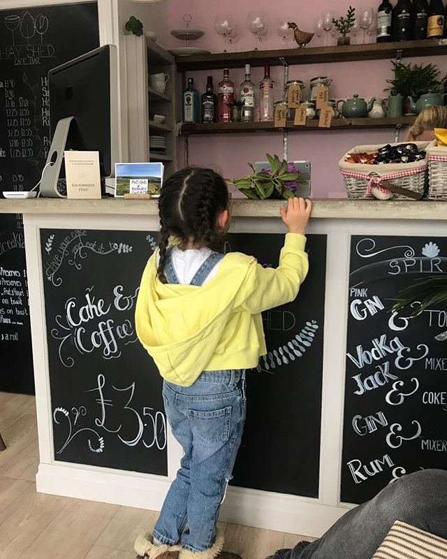 Arrrgh this gorgeous pic of lovely Amelia! One of our young guests staying in one of our glamping pods- ordering herself a milkshake from our exclusive Hayshed cafe bar🍦🍰 🍸🥤🌿🐾 #familyfriendly #glampingnotcamping #glampinglife #instabritain #coffee #tea #cake #milkshake #cafe #bar #RHC #rossendale