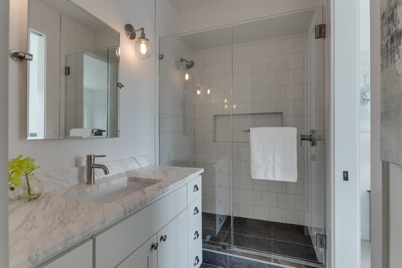 31 Michigan Ave NE Washington-large-029-35-Bathroom-1500x1000-72dpi.jpg