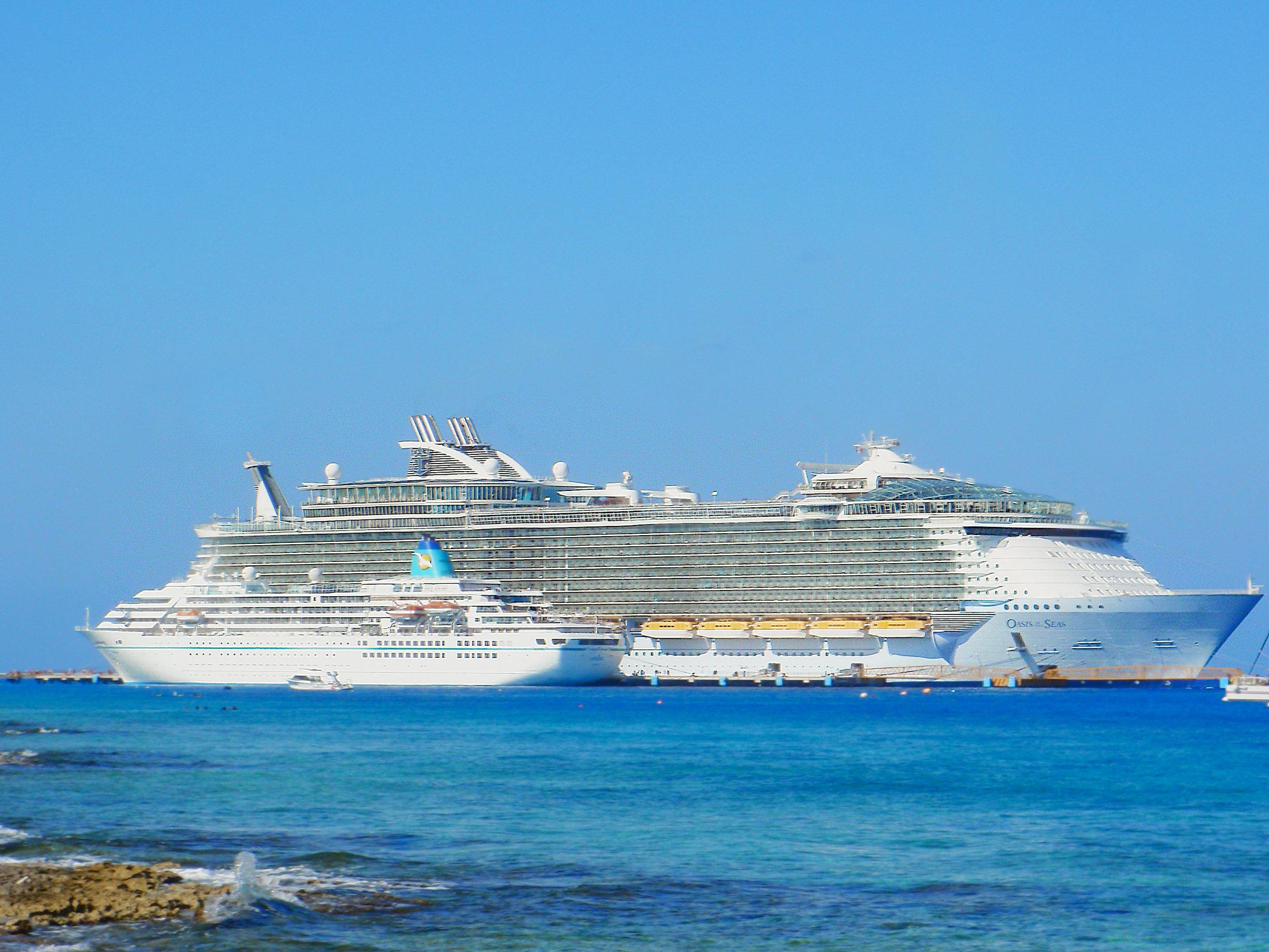 Cruiseships.jpg
