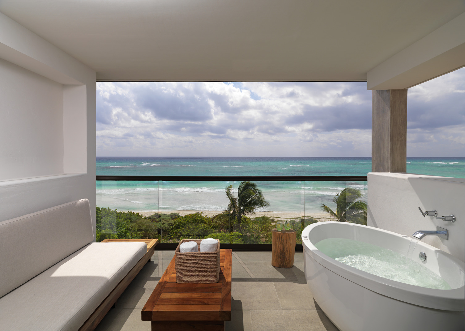 Alcoba Balcony Ocean Front Room - Image courtesy of UNICO