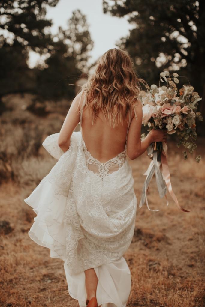 bend_oregon_boho_elopement_02.jpg
