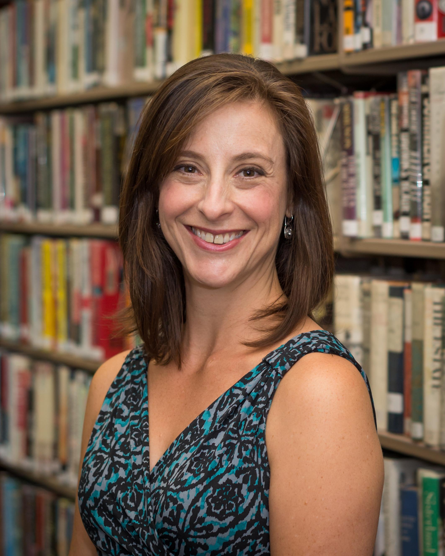 Amanda Eigen headshot.jpg