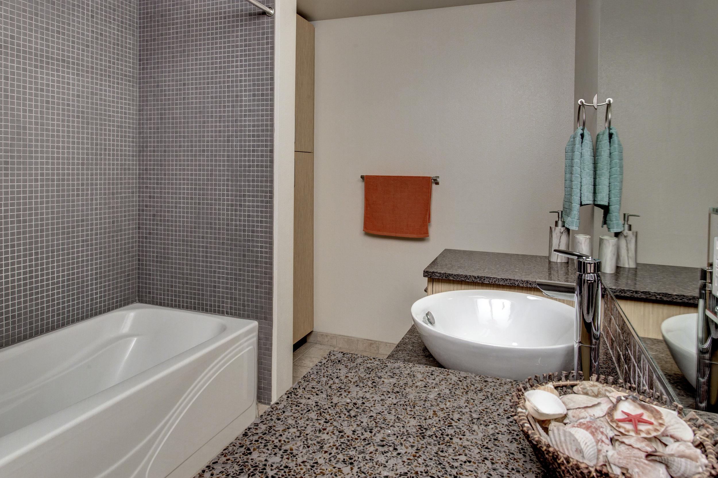 Bath01.jpg
