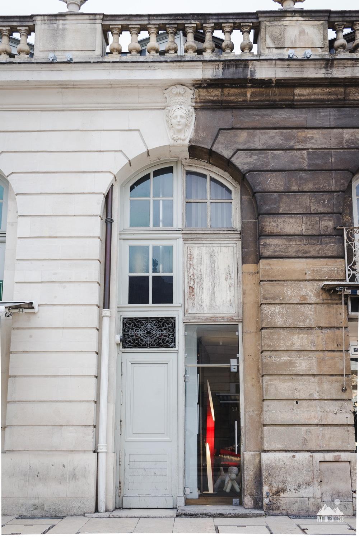 Devine quelle est la façade privée ?