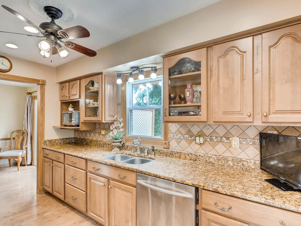 4632 Sumter Ave N New Hope MN-009-15-Kitchen-MLS_Size.jpg
