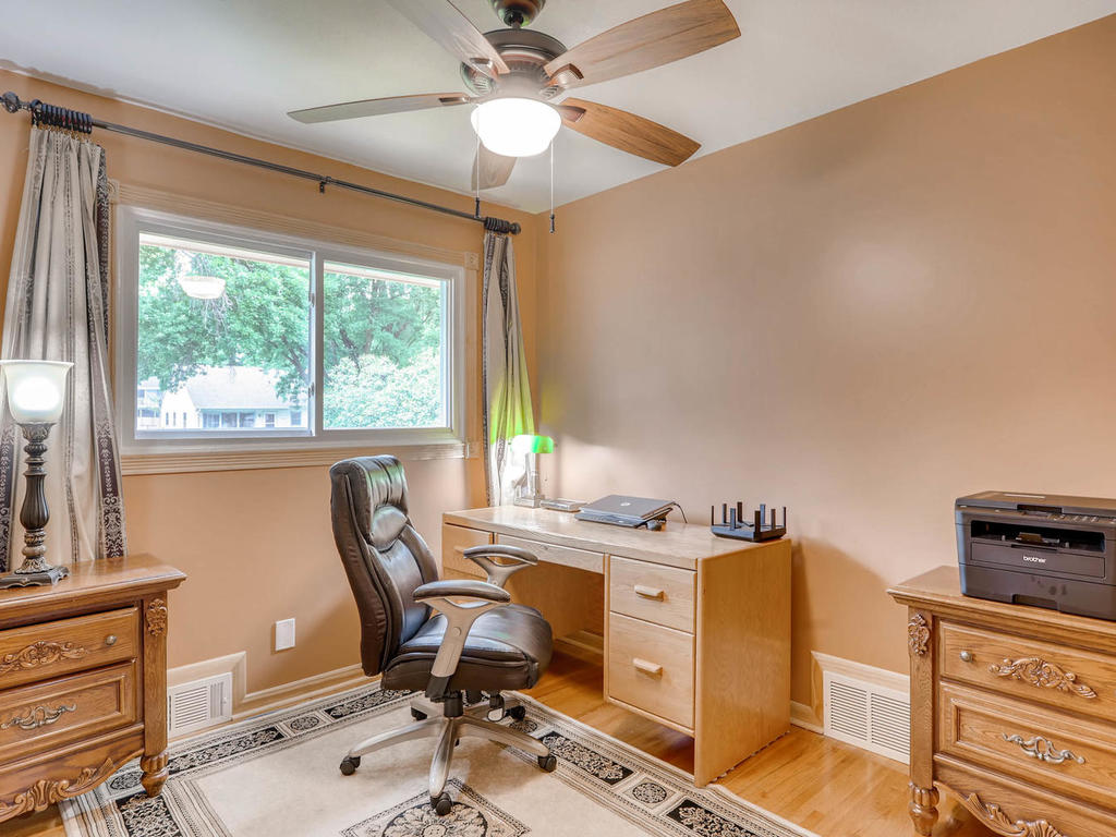 4632 Sumter Ave N New Hope MN-017-16-Bedroom-MLS_Size.jpg