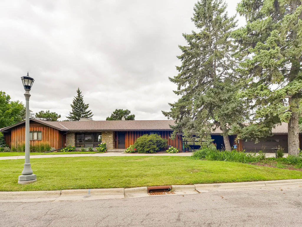 41 Orme Ct Saint Paul MN 55116-001-4-Exterior Front-MLS_Size.jpg