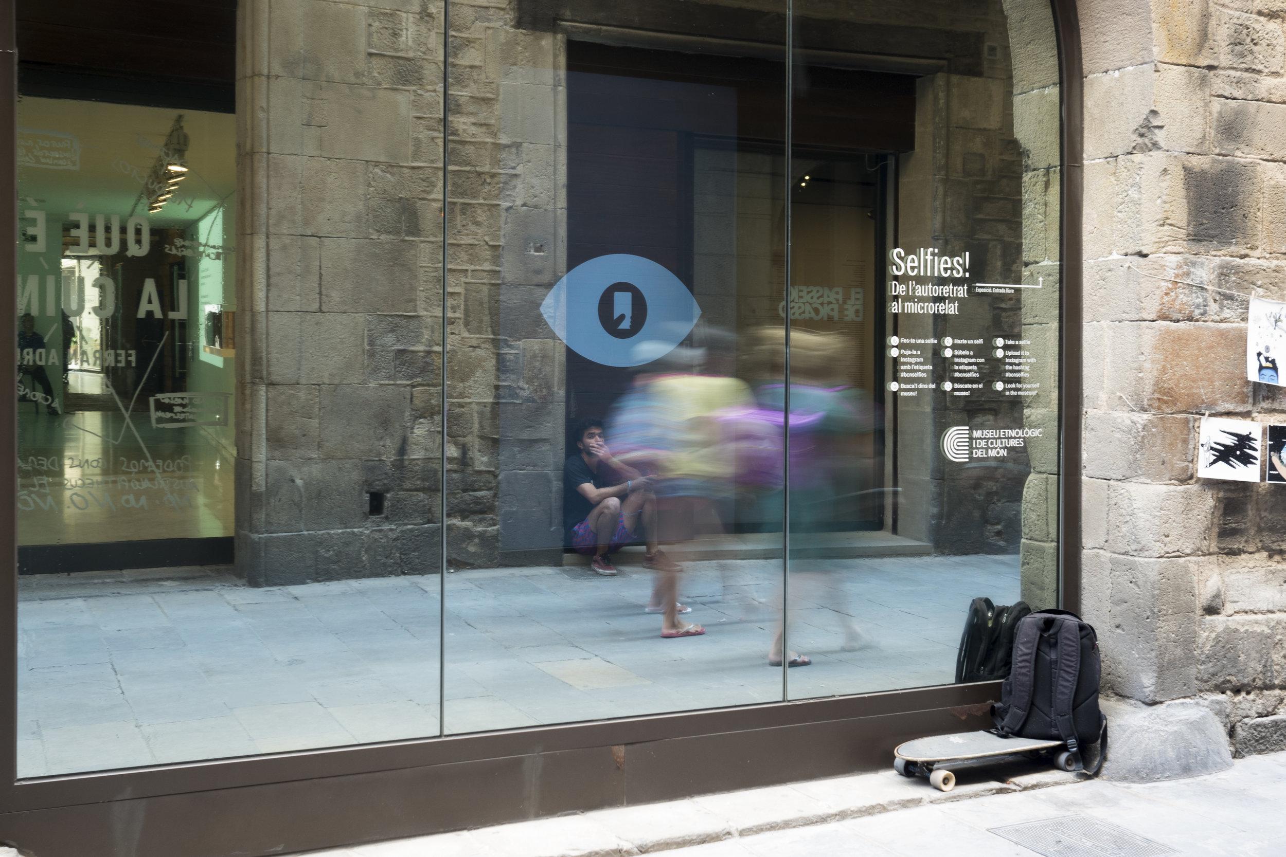 selfie exhibition barcelona 3.jpg