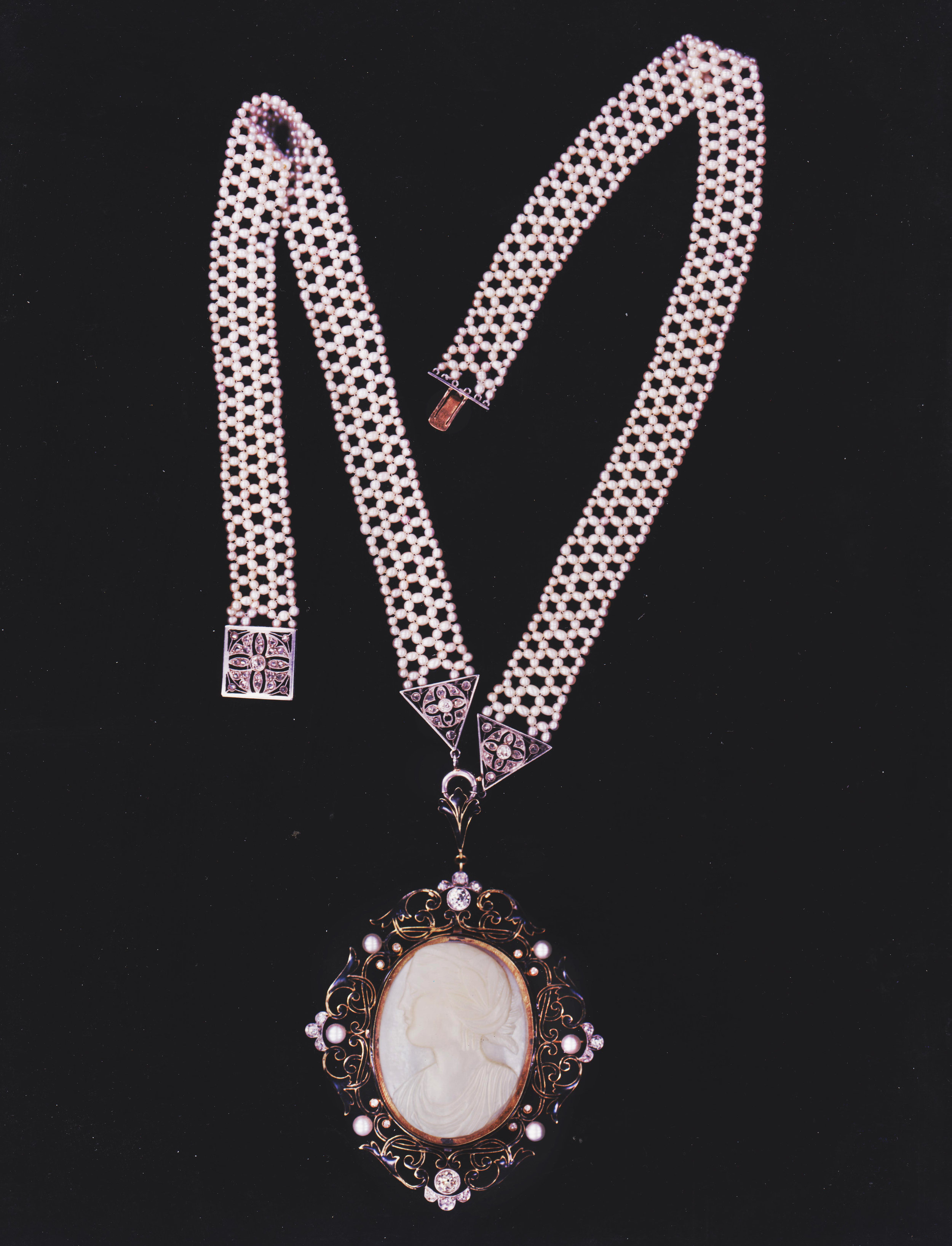 cameo necklace 2 001.jpg