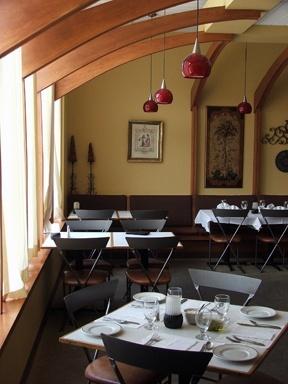 abruzzisabruzzisrestaurantseatingarea.jpg