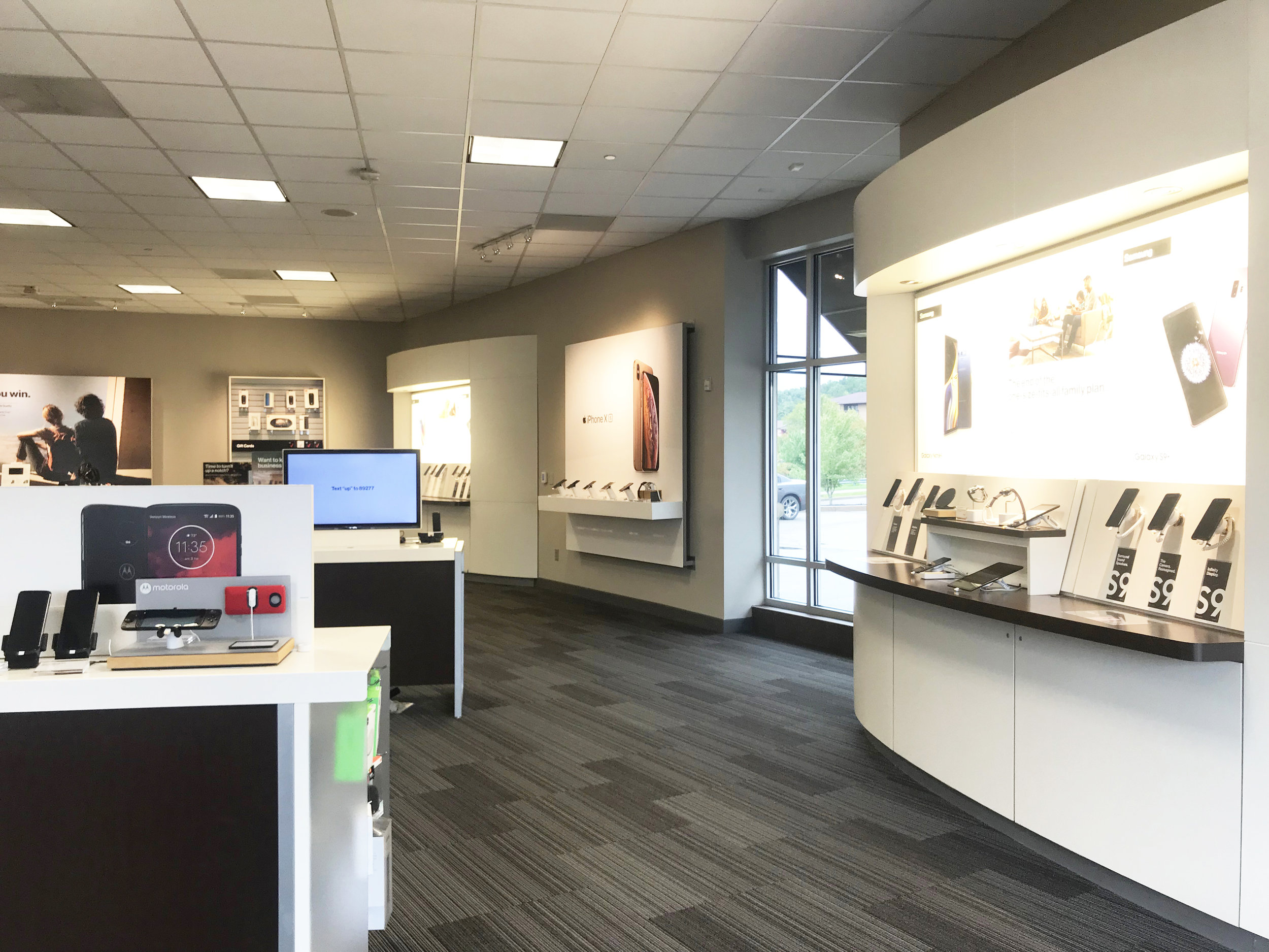 COMMUNICATIONS RETAIL STORE