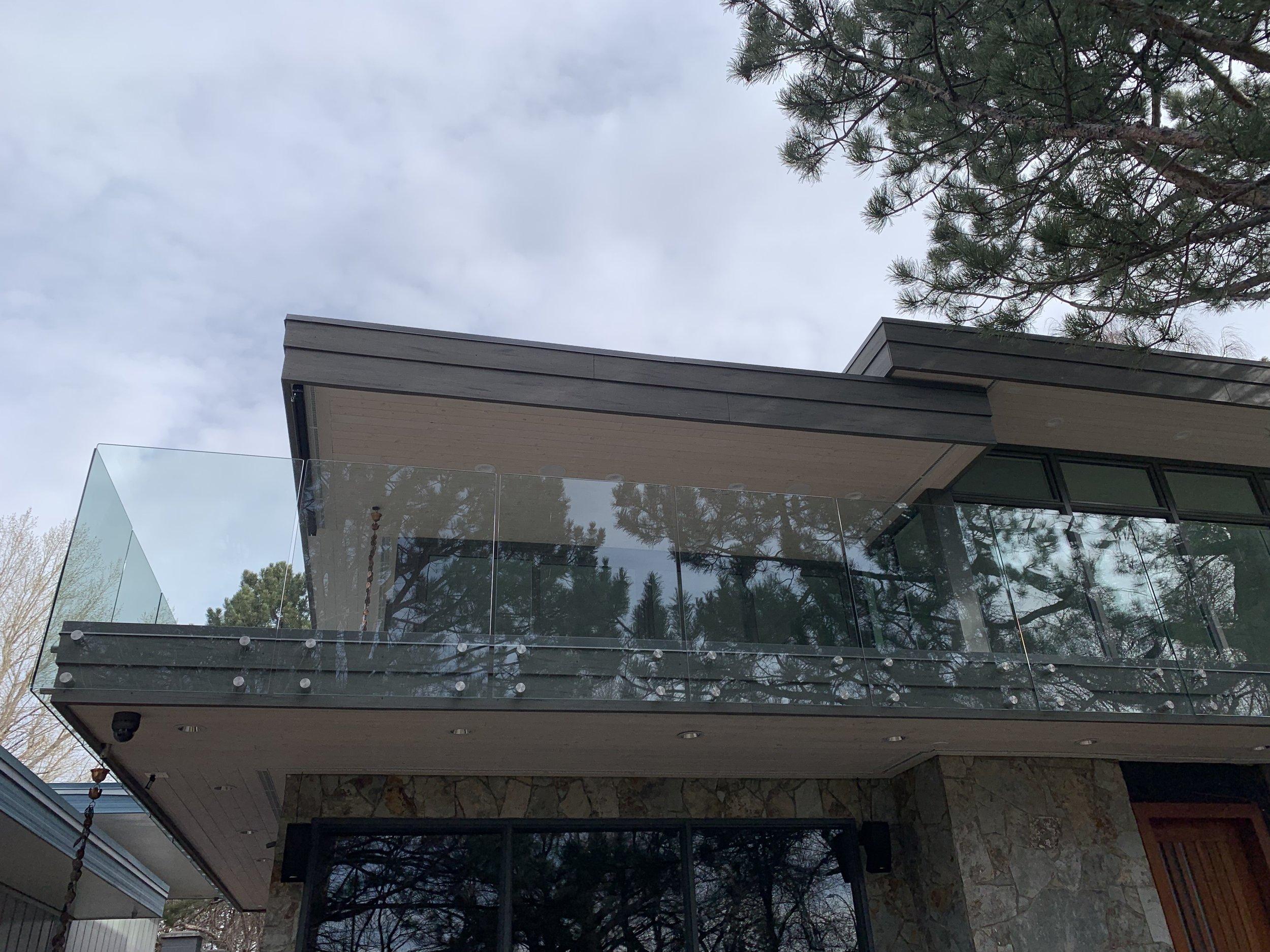 Frameless clear glass, 12mm, side mt 6.jpg