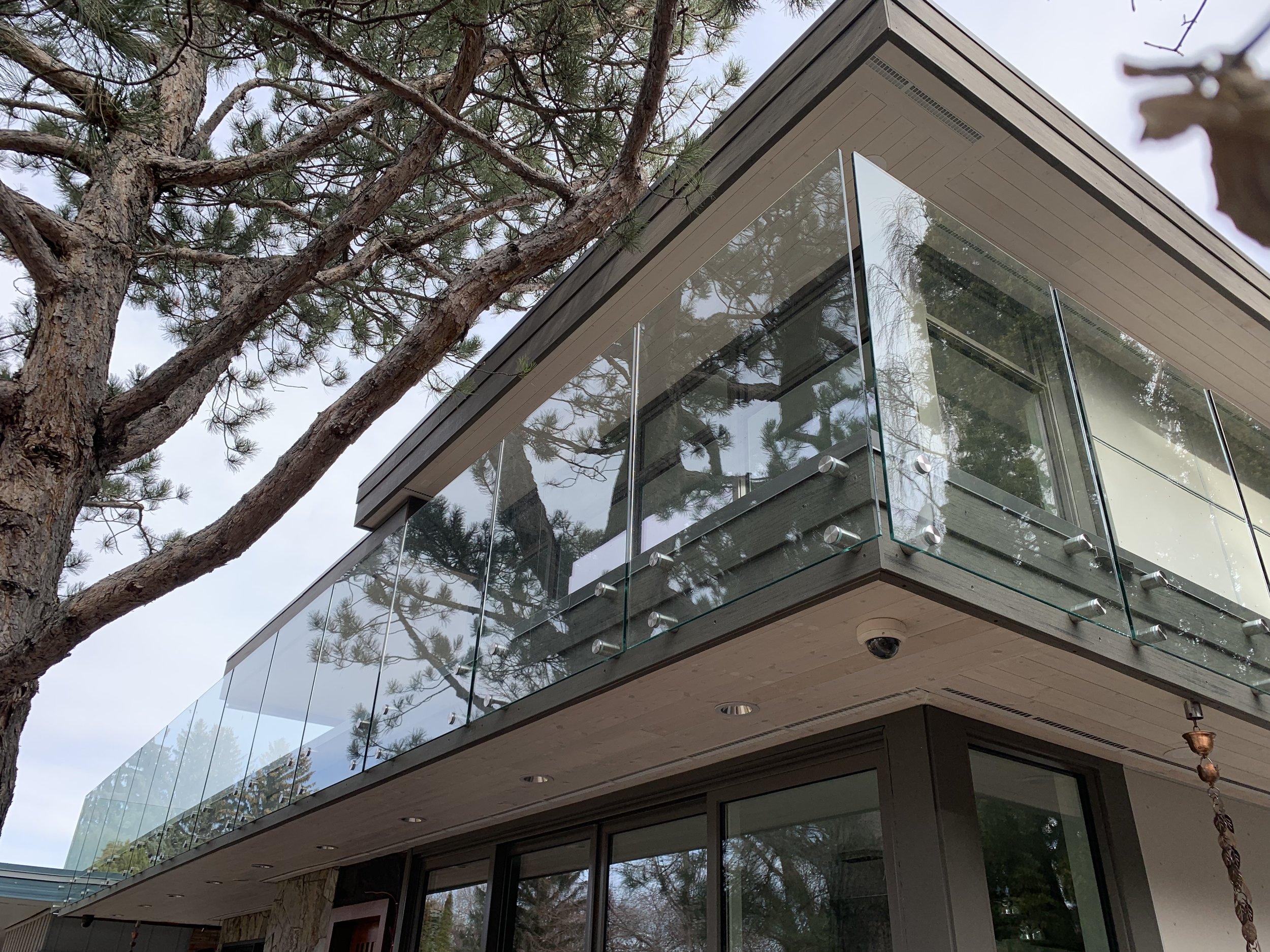 Frameless clear glass, 12mm, side mt 8.jpg
