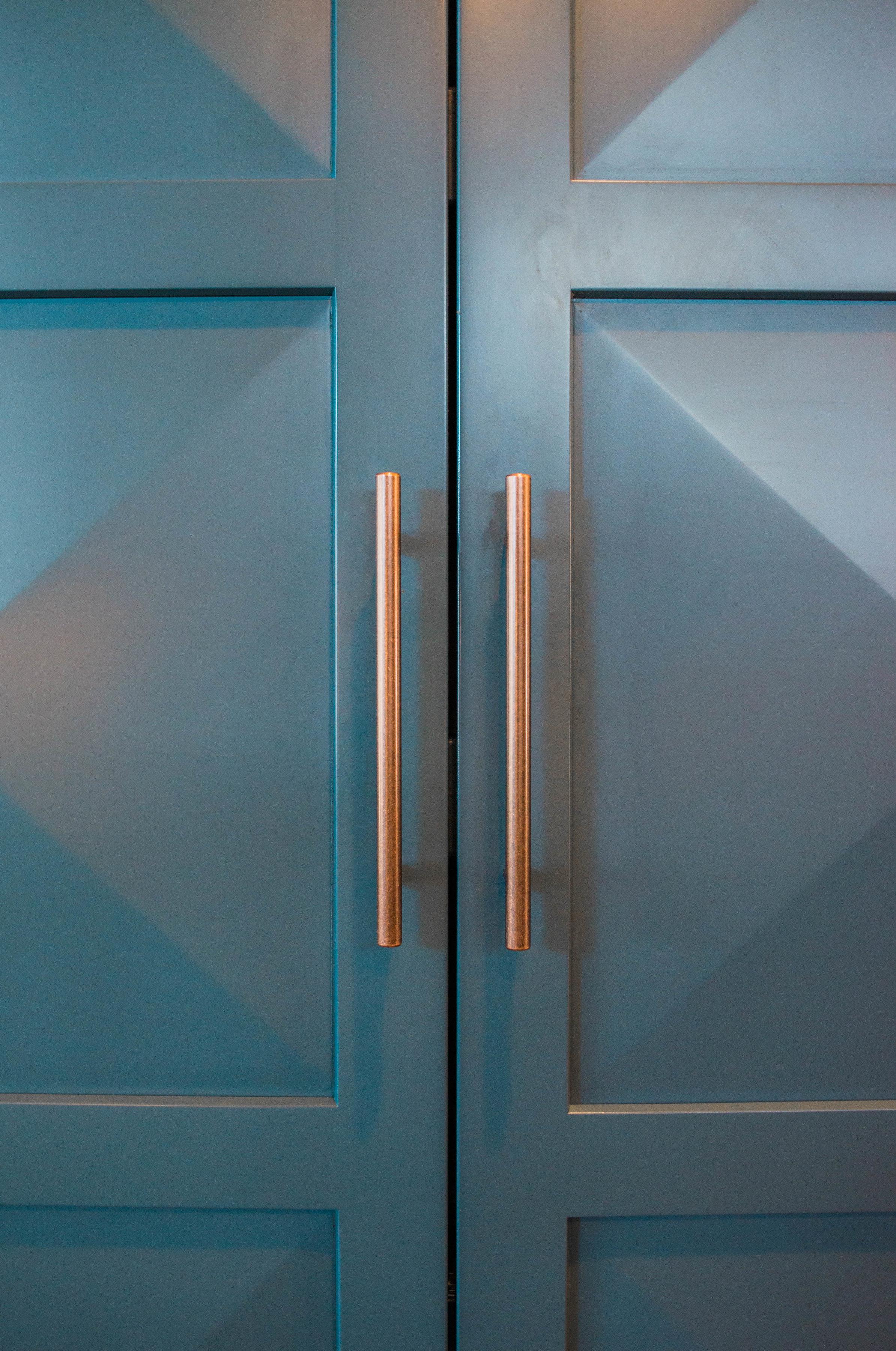 diamond-door-raised-kitchen-cabinets-luxury.jpg