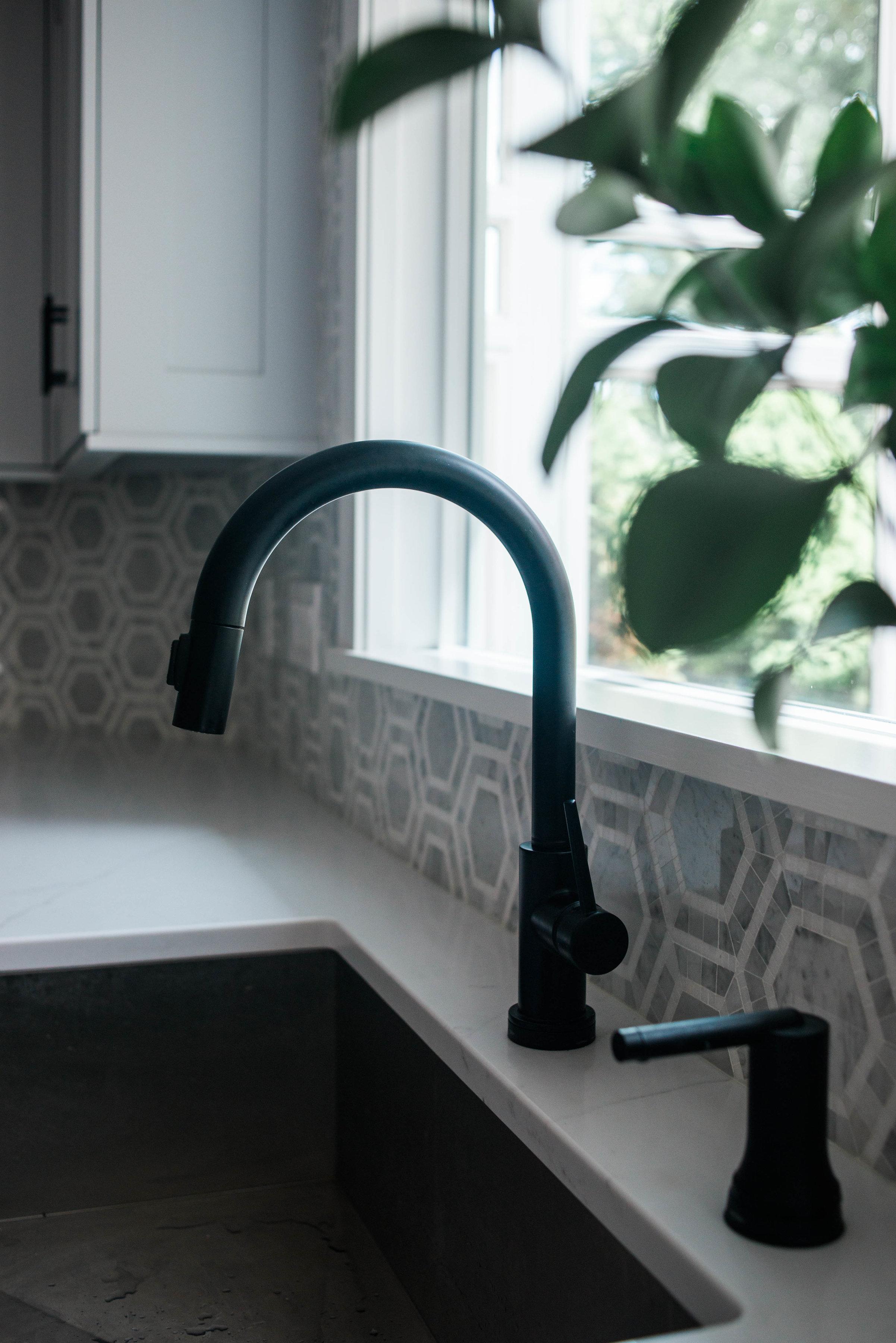 black-fixtures-faucet