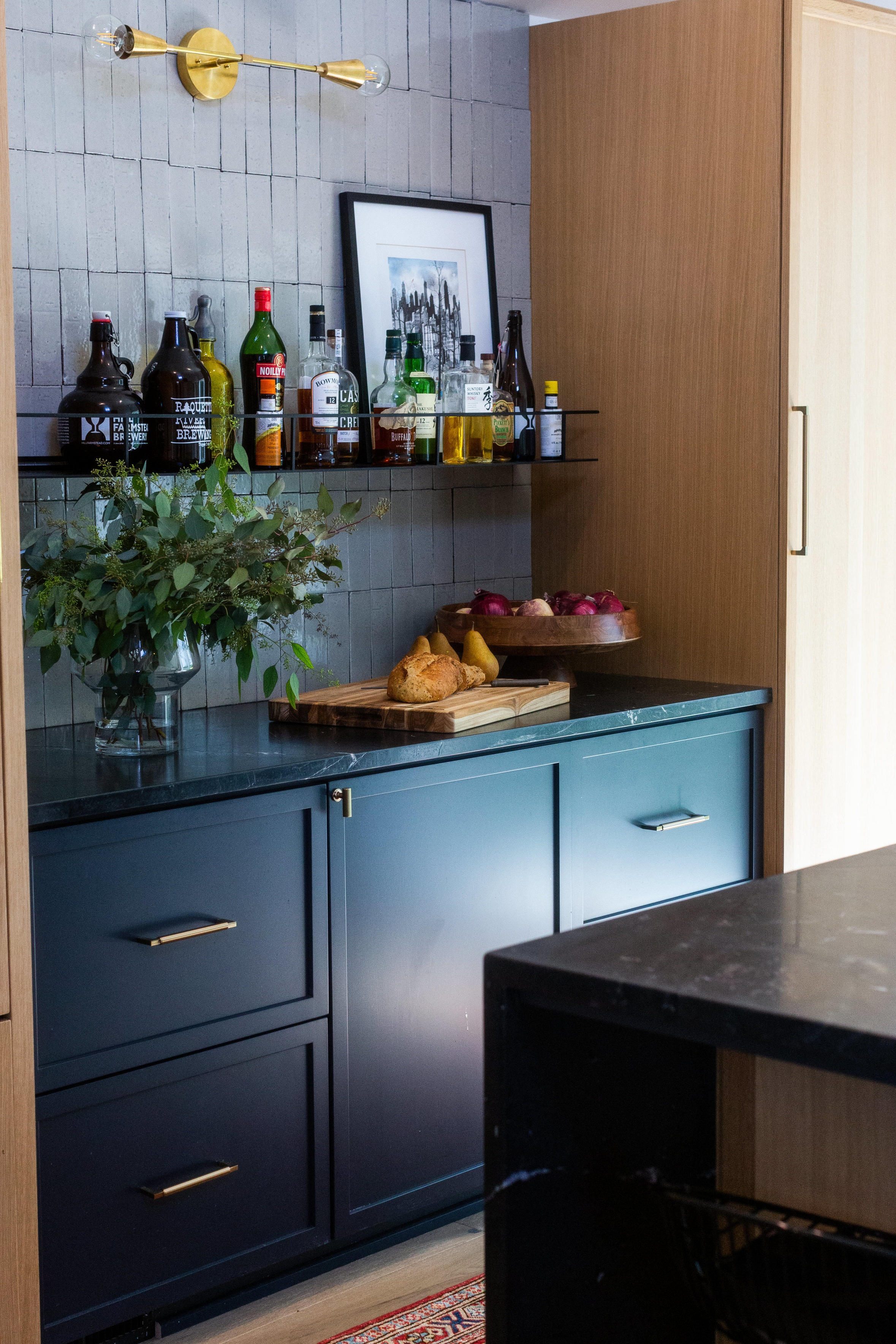 cabinet+with+bar+area