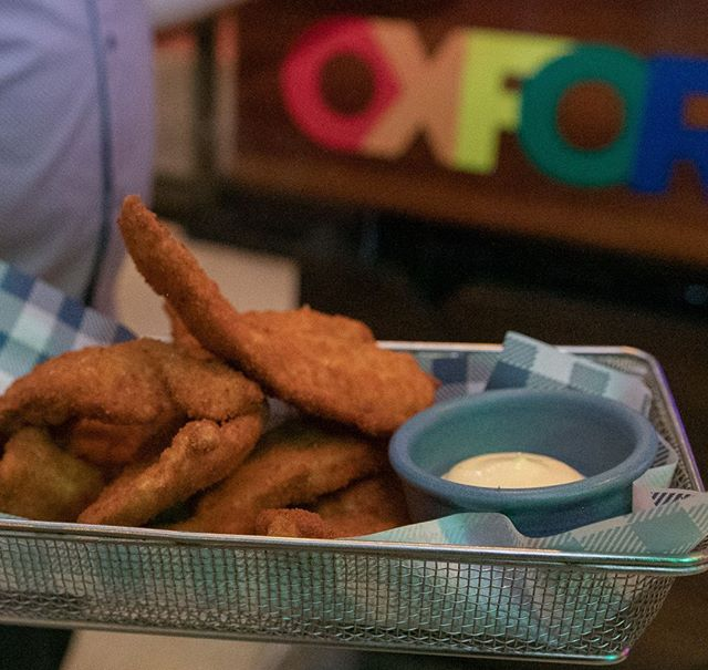 Chicken strips & dipping sauce, the perfect accompaniment to any beverage. ⠀ Come & share a plate with your mates today! 🍴 🍺