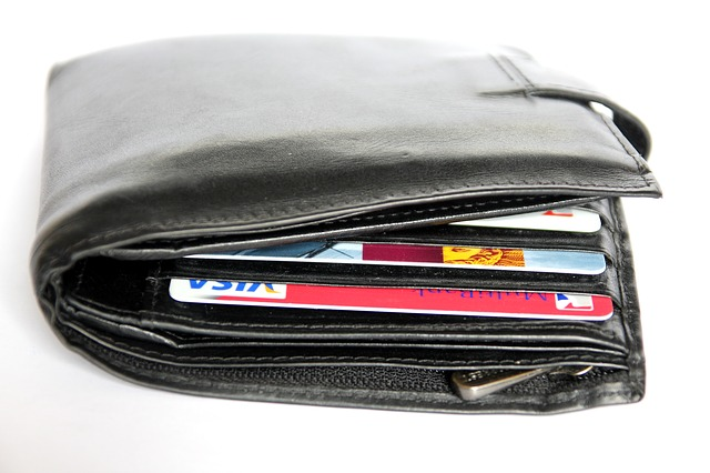 wallet-367975_640.jpg